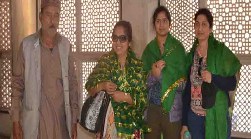 rajyapal daughter in saleem chisti dargah