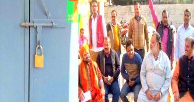 bjp worker ayodhya protesst against bjp candidate