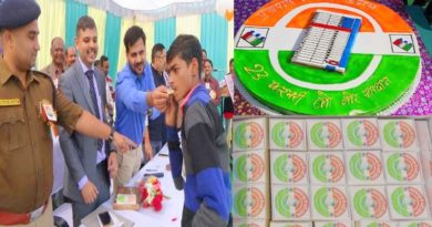 pratapgarh voting awarness through cake and sweets
