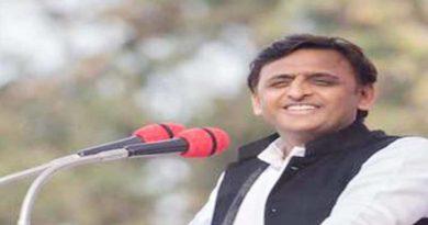 akhilesh yadav attack on pm narendra modi and mayawati