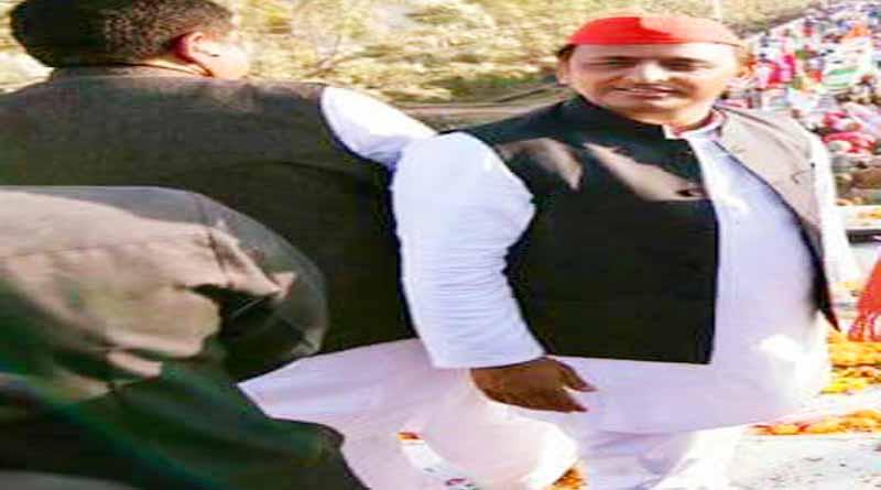 akhilesh yadav maharajganj attack on modi statement