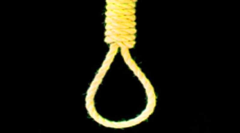 boy hangging amethi college