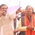 महेश शर्मा ने बस्ती के विकास के लिए मांगे वोट
