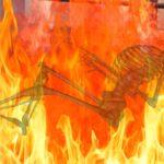 जब जलती लाश छोड़ भागे लोग