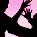 महिला से सरेआम छेड़खानी व मारपीट,आरोपी पुलिस के पकड़ से दूर