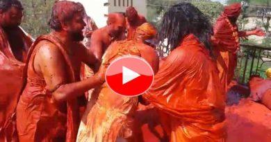 sadhu playing holi