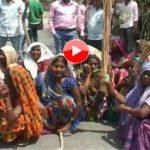 महिलाओं ने किया आवासीय आबादी  में शराब की दुकाने खोलने को लेकर प्रदर्शन