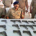 बलिया में जीआरपी ने पकड़ा हथियारों का जखीरा,हो सकता था बड़ा हादसा