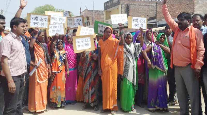 women protest against wine in basti