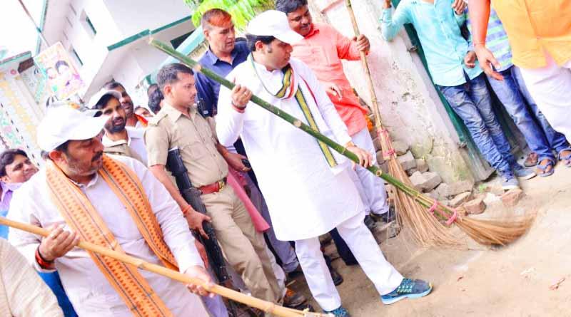 uttar pradesh electric minister shrikant sharma and upendra tiwari ballia