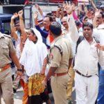 आर पर के मूड में शिक्षामित्र , भारी संख्या में दी गिरफ़्तारी