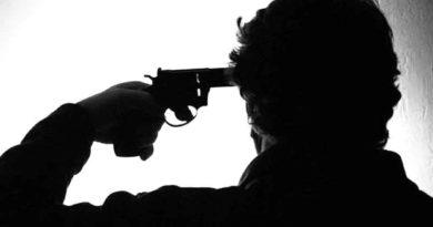 man shoot himself